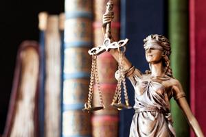 Entre Jueces y Militares